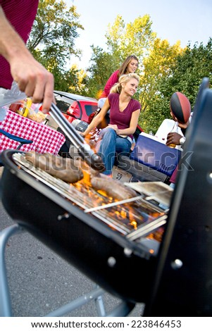 Tailgate: Food On The Grill Cooking For Football Party