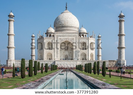 Taj Mahal with groups of tourists sight from the lower sight