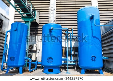Tanks for compressed air.