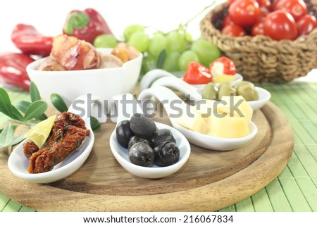 Tapas stuffed with prunes, figs and apricots