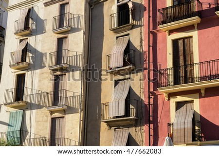Tarragona (Catalunya, Spain): old colorful houses in the Plaza del Ayuntamiento