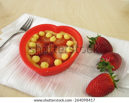 Tartelet heart with strawberries