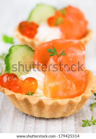 Tartlets with cream, pepper and cucumber