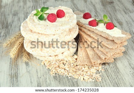Tasty crispbread with berries, on wooden table
