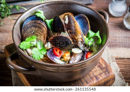 Tasty mussels with garlic sauce