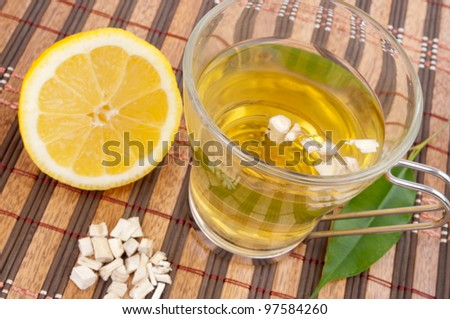 Tea of the root of marshmallow and lemon