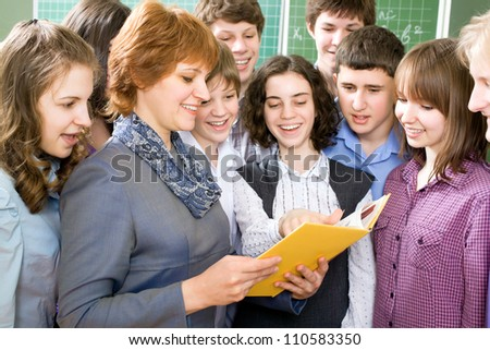 Teacher and a group of students to read textbooks in the classroom - stock photo