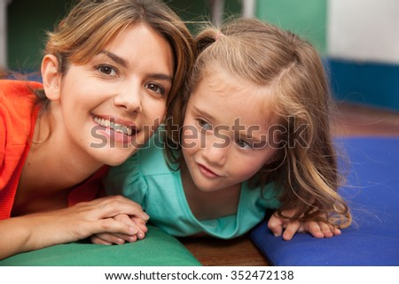 teacher playing on the floor with a litlle girl