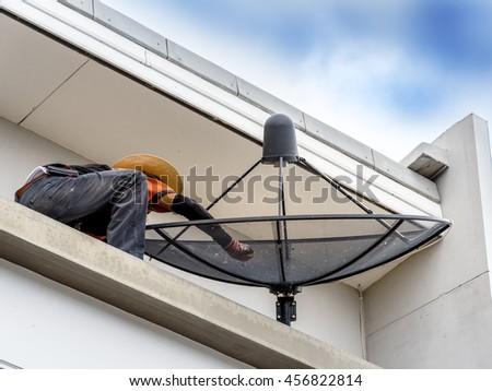 Man Dish Antenna Images RoyaltyFree Images Vectors – Satellite Dish Technician