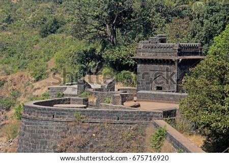 Teen darwaza panhala fort also known as Panhalgad, Pahalla and Panalla is located in Panhala, 20 kilometres northwest of Kolhapur in Maharashtra, India.