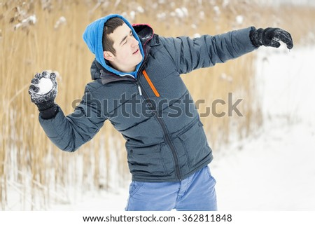 Teenager throw snowball