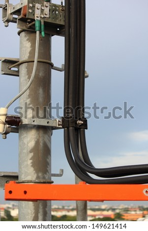 Telephone cable on the roof pillars.(part 1)