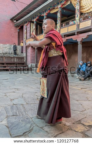 TENGBOCHE, NEPAL - OCTOBER 29: The monk performs dance of his own monastery. Festival of Tengboche Monastery Practice and Masked Mani Rimdu Dances to the Khumbu region on October 29, 2012 in Tengboche, Nepal