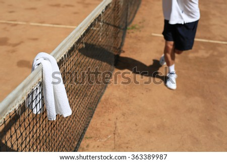 Tennis court and a white towel on the grid