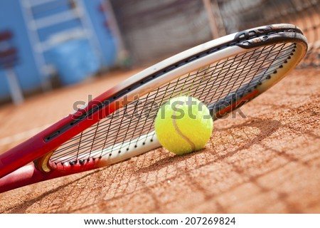tennis racket and ball on the tennis court