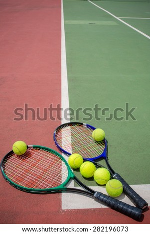 tennis racket and balls on the tennis court
