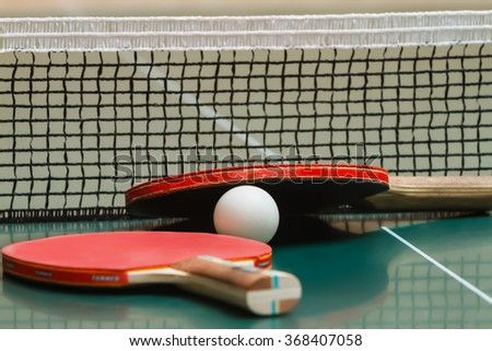 Tennis racket with a ball on the table