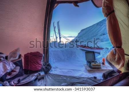 Tent lookout on a Winter Trip with Ski