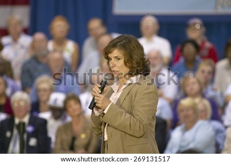 Teresa Heinz Kerry addressing audience of seniors at the Valley View Rec Center, Henderson, NV