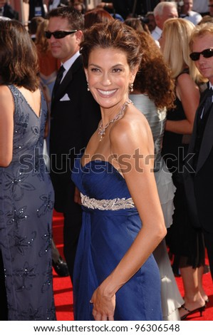 TERI HATCHER at the 57th Annual Emmy Awards in Los Angeles. September 18, 2005; Los Angeles, CA:    Paul Smith / Featureflash