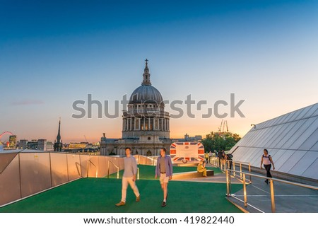 Terrace with view on St Paul Cathedral - London at dusk.