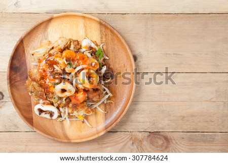 Thai Crispy Pan Fried Mussels With Eggs (Hoy Tord) And Chilli Sauce - stock photo