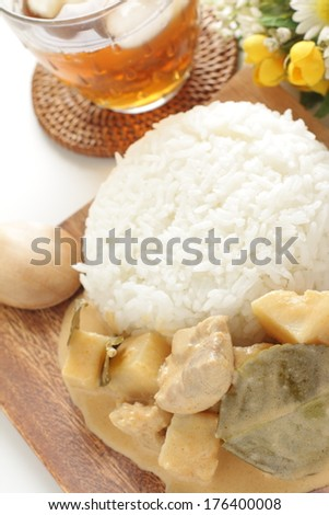 Thai cuisine, chicken and vegetable red curry