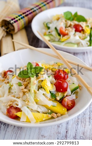 Thai salad with mango, cherry tomatoes and peanuts