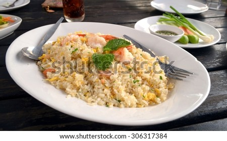 Thai shrimp fried rice old fashioned style thai food