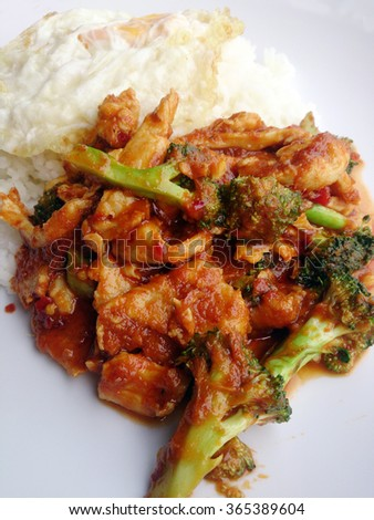 Thai Spicy Chili Paste Stir-fried Broccoli With Chicken & Fried egg & steamed rice