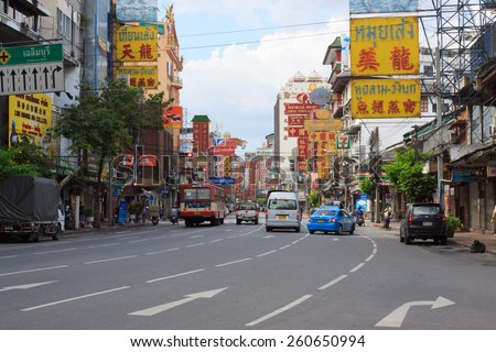 THAILAND,BANGKOK - OCT 28:Yaowarat Road,the main street in Chinatown, once of Bangkok landmark and important street for sale and buy gold in bangkok on october 28, 2011 in China town, Bangkok