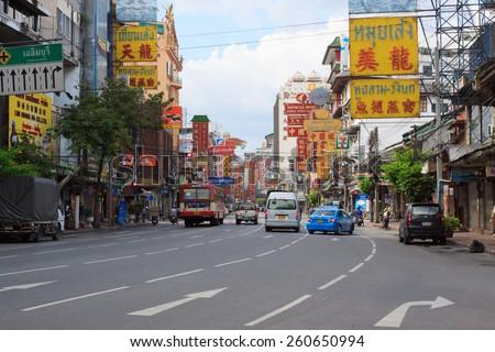 THAILAND,BANGKOK - OCT 28:Yaowarat Road,the main street in Chinatown, once of Bangkok landmark and important street for sale and buy gold in bangkok on october 28, 2011 in China town, Bangkok - stock photo