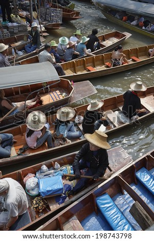 Thailand, Bangkok: 14th march 2007 - tourists at the Floating Market - EDITORIAL