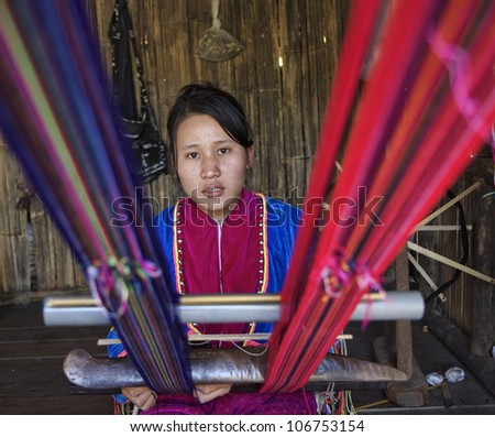 Thailand, Chiang Mai, Karen Long Neck hill tribe village (Kayan Lahwi), Karen woman making a carpet - stock photo