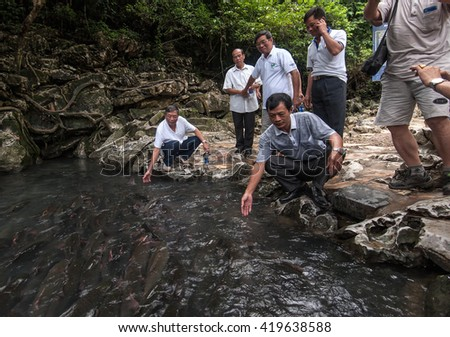 THANH HOA, Vietnam, June 14, 2015 tourists, visiting fishing streams gods, countryside Thanh Hoa, Vietnam