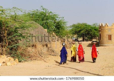 THAR DESERT, INDIA - APRIL 01:Indian women drawing water from a well on the Thar desert in Rajasthan, Thar desert in April  01, 2010