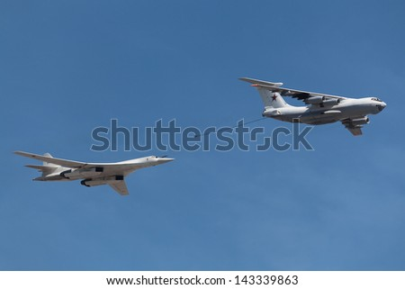 The aerial refueling tanker and heavy strategic bomber