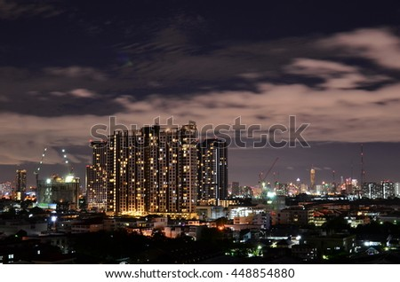 The atmosphere of Bangkok, which is currently under construction, the building is surrounded by a community.