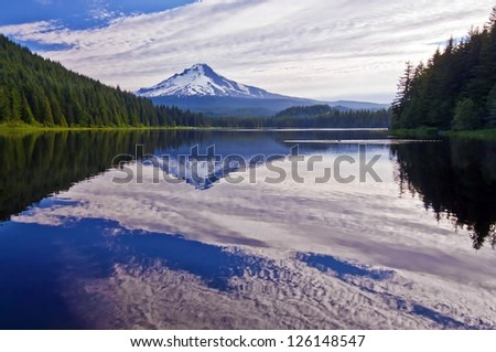 The beautiful trillium lake and Mount Hood