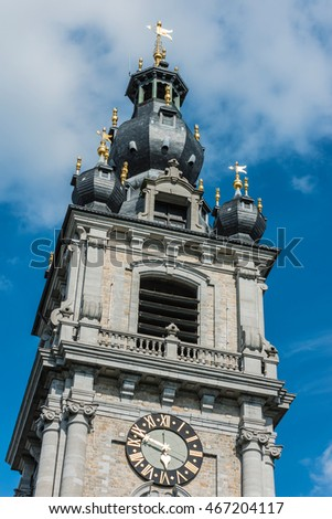 The belfry, also called El Catiau by Montois, was built in Mons in the 17th century and is the only baroque style building in Belgium that reaches a height of 87 meters.