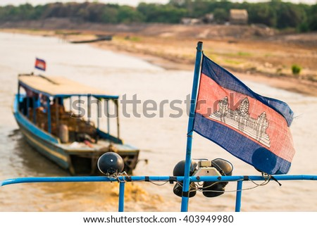 The boat is going to Tonlé Sap.
