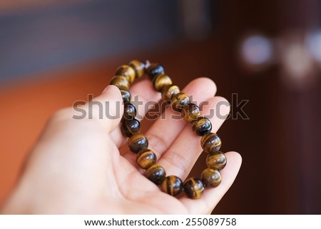 The bracelet is made of stone, golden brown color . , It is preferable to wear to enhance energy and auspicious .