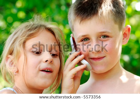 The brother and the sister speak by phone