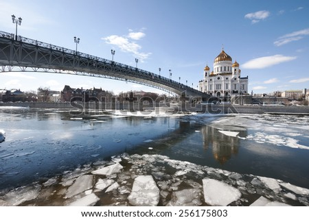 The Cathedral Of Christ The Savior. The Patriarchal bridge. The ice on the Moskva river
