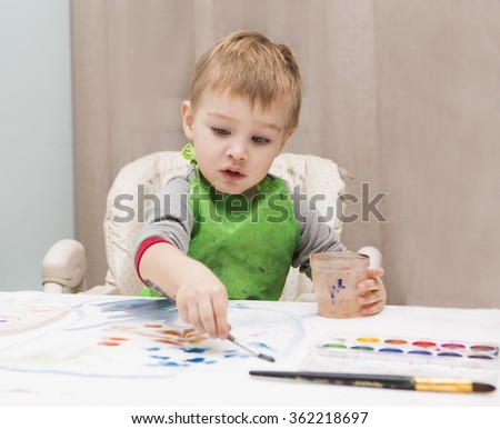 the child draws