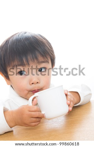 The child who drinks with a mug