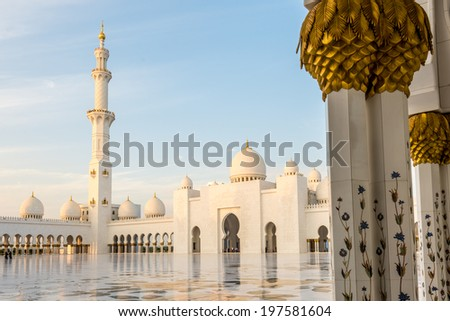 The courtyard of Sheikh Zayed Grand Mosque in Abu Dhabi