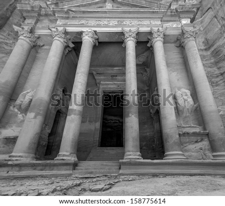 The delightful mausoleum in the ancient city of Petra (Treasury, el Khazneh) - Jordan (black and white)