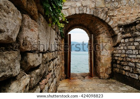 The door to the sea