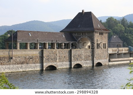 The Edersee Dam, a hydroelectric dam spanning the Eder river in northern Hesse, Germany. - stock photo